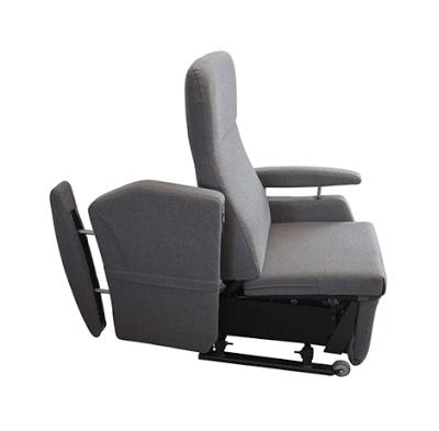 Optional abklappbare Armlehne für Rollstuhlfahrer